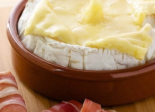 Camembert au barbecue et gressins