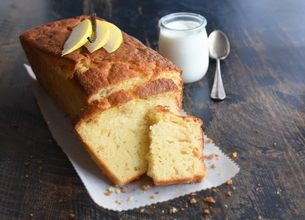 Gâteau au yaourt bio à la vanille et poires