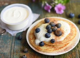 Pancakes aux myrtilles et yaourt à la grecque Sveltesse aux épices douces