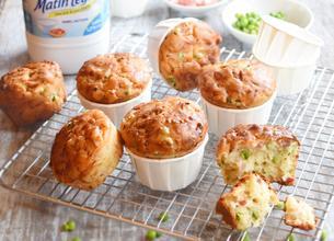 Muffins au fromage, petits pois et lardons