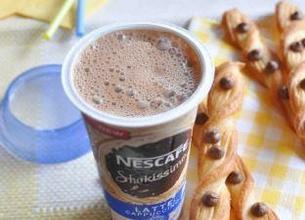 Nescafé Shakissimo Cappuccino et torsades feuilletées aux pépites de chocolat