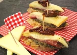 Pintxos (tapas) au jambon basque et fromage Istara