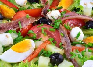Salade Niçoise à la Mozzarella