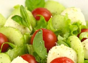 Salade d'été à la mozzarella