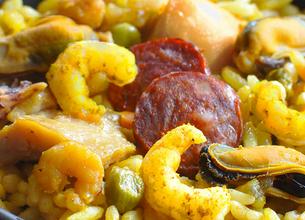 Paëlla de fruits de mer, poulet et chorizo