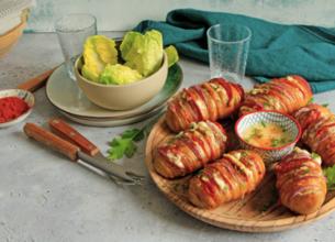 Hasselback pommes de terre Suédoise garnies au Gorgonzola, oignon rouge et chorizo