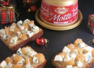 Canapés de pain d'épices, Motte Président, Roquefort et pâte de coing