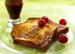 Brioche perdue, coulis de fruits rouges