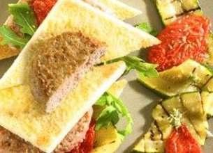 Croque de veau aux tomates confites aubergines grillées