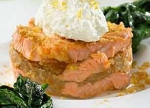 Croustillant de saumon au pain d'épice et fondant d'épinards