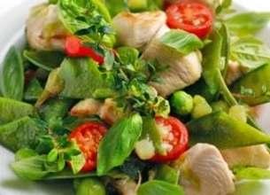Poulet et poêlée de légumes de printemps