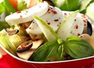 Salade de champignons, mozzarella et vinaigrette de tapenade