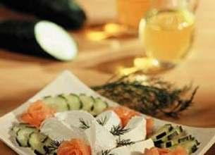 Salade de concombre à la mozzarella et au saumon fumé