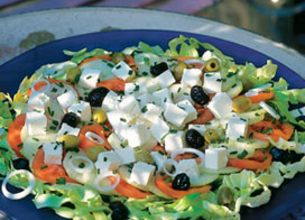 Salade méditerranéenne au fromage de brebis Salakis