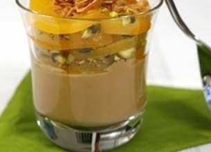 Verrine abricots, pistaches, crème café et crêpe dentelle