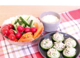 Apéritif de bouchées de légumes croquants et faisselle au roquefort