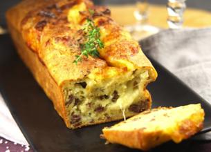Cake au bœuf haché, aux oignons et à la mozzarella