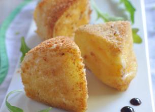 Fromage en croûte et mesclun au caramel balsamique