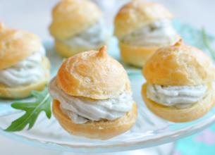 Chouquettes à la crème de Roquefort Société
