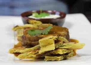 Mignons de chevreuil au curry, raïta et frites de galettes indiennes