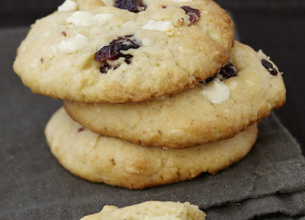 Cookies au chocolat blanc, coco et cranberries