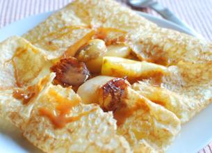 Crêpes aux fruits en robe caramel au beurre salé