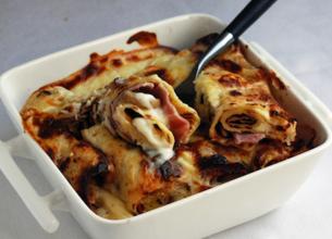 Crêpes roulées au jambon, aux champignons et à la béchamel gratinée
