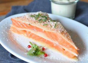 Mille-feuilles de saumon, sauce aigrelette