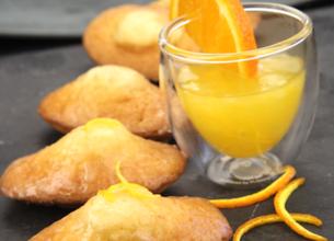 Madeleines à la fleur d'oranger, sauce citronnée