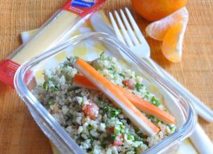 Menu Fraîcheur : Salade de boulghour/surimi, Emmental à Croquer, clémentines