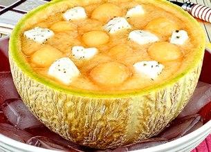 Soupe de melon aux dés de fromage Salakis