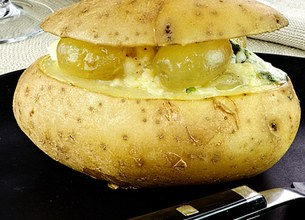 Pommes de terre au four au Roquefort Société et aux raisins