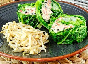 Chou vert au coeur de crabe, salade de soja frais