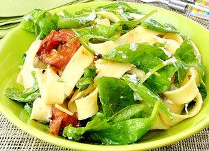 Pappardelle aux épinards et tomates grillées à la ricotta
