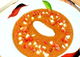 Gaspacho au yaourt et dés de légumes