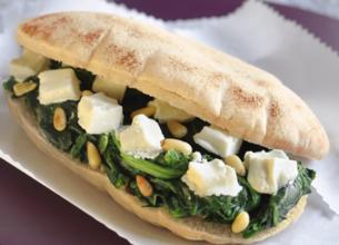 Pain pita au fromage de brebis Salakis et épinards