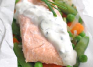 Papillotes de saumon sauce yaourt et ses légumes croquants