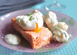 Pavé de saumon, chou-fleur et oeufs pochés