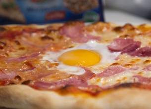 Pizza jambon oeuf