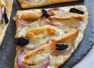 Pizza au poulet grillé et à la Tomme de Brebis Lou Pérac