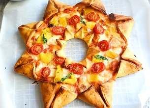 Pizza étoile tomates mozzarella et poivrons