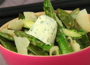 Poêlée d'asperges au parmesan et son beurre fondant aux herbes