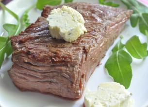 Rumsteck grillé au beurre de Rondelé ail et fines herbes