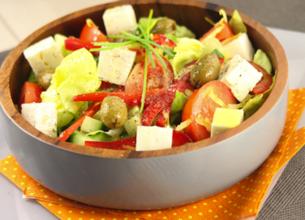 Salade au fromage de brebis et poivrons grillés