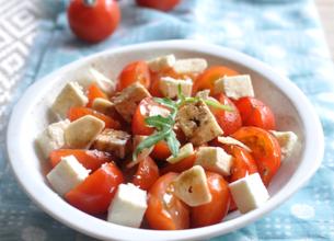Salade de tomates à la méditerranéenne