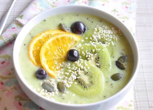 Smoothie bowl kiwi orange
