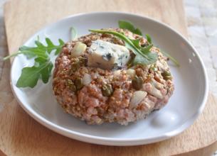 Steak tartare grillé au Roquefort Société