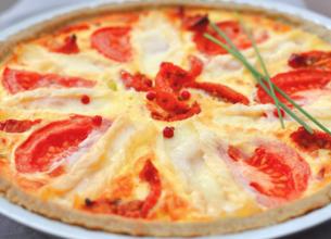 Tarte crémeuse au fromage de brebis et aux 2 tomates