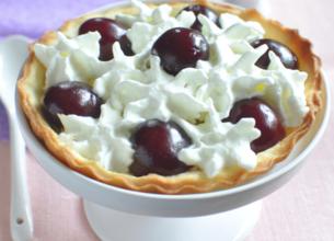 Petites tartes aux cerises et crème fouettée