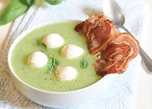 Soupe froide courgettes pancetta et mozzarella di bufala